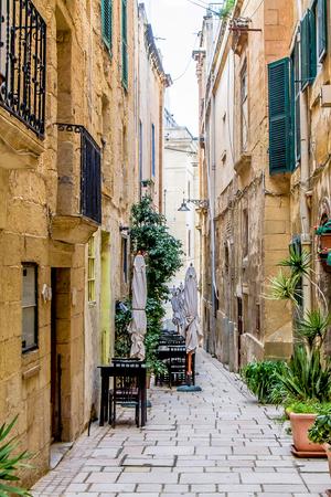 Beautiful narrow streets in Malta 写真素材 - 124082563