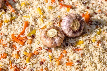 Cooking pilaf in a cauldron close-up as a background. National Asian food. Uzbek pilaf. Banque d'images