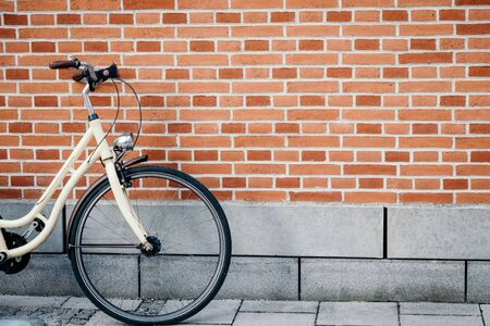 Vintage bicycle on the brick wall background, details 스톡 콘텐츠