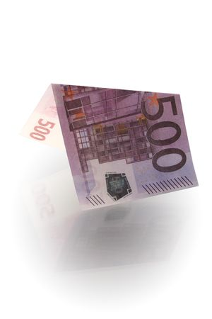 reverberation: Isolated 500-euro bond with reverberation standing on white background