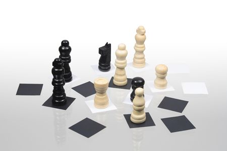 reverberation: Various chessmen standing on glassy background with reverberation