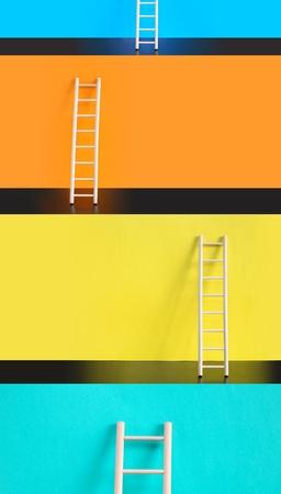 stair: Succes concept. Weinig houten ladders tegen verschillende gekleurde achtergronden