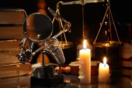 laboratory balance: Vintage still life con illuminazione candele vicino vecchie attrezzature e libri Archivio Fotografico
