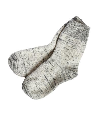 tela blanca: Par de calcetines de lana gris sobre fondo blanco. Aislado con el camino de recortes Foto de archivo
