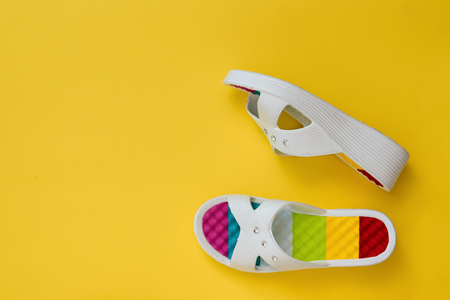 Colorful shoes for women on a bright yellow background. The concept of summer vacation. Flat lay. The view from the top. 스톡 콘텐츠