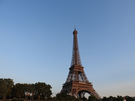 Eiffel tower close view of the structure in Paris, France. Imagens