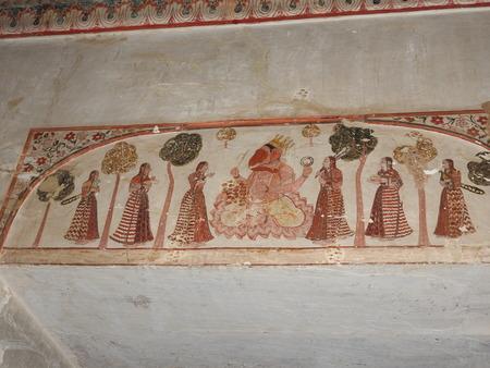 Exquisite antike Gemälde an den Wänden in Jahangir Mahal in Orcha, Indien, Madhya Pradesh. Standard-Bild