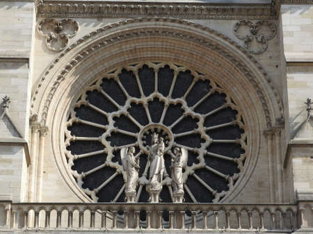 The apostles on the facade of Notre Dame, the approach of fragments 免版税图像