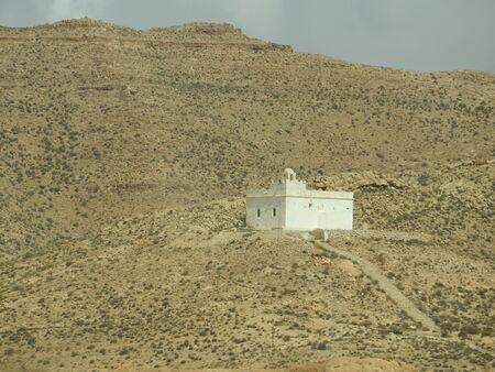 Berber village Tamezret Gabes province mosque hot desert of North Africa in Tunisia Archivio Fotografico