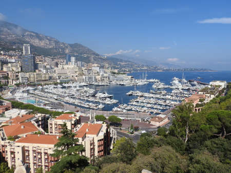 Monaco and Monte Carlo panorama with the Old town, Port and Prince's Palace. 免版税图像