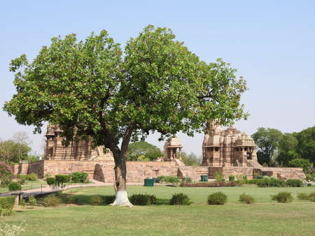 The Western group of Khajuraho temples, on a clear day, Madhya Pradesh India Banque d'images