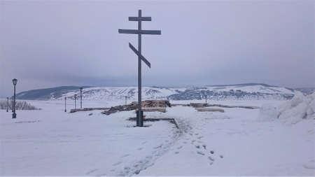 Panoramic view from the shore of the island Sviyazhsk on the ice in winter. Sviyazhsk Village, Republic Of Tatarstan, Russia 免版税图像