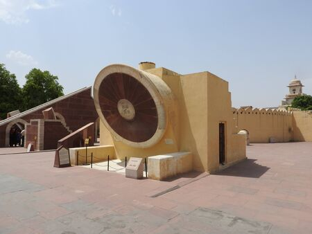 Stairs leading to the top of Samrat Yantra, Largest sundial in the world at the Jantar Mantar, Delhi 免版税图像