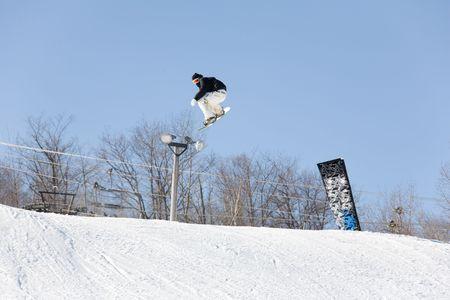 ski 015 snowboad jump.