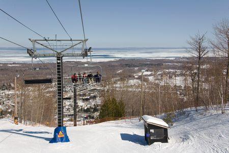 ski 007 people on lift