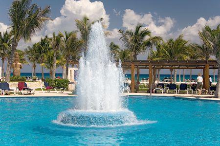 waterleiding: Mexico zwembad oceaan en waterwerken Stockfoto