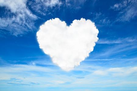 heart cloud in blue sky Reklamní fotografie