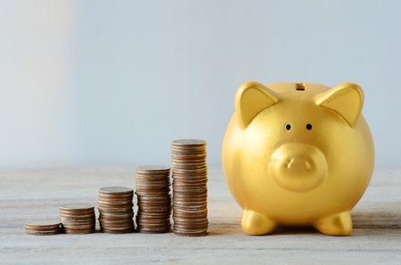 Saving plan with Gold Piggy bank Foto de archivo
