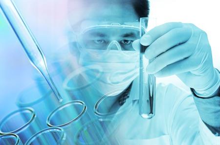ビーカー、実験室研究の概念を持っている科学者手 写真素材
