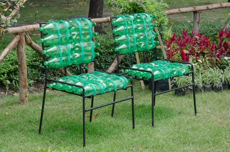 recycled chair made from plastic bottle Archivio Fotografico