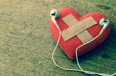 心で聴く音楽を傷します。 写真素材