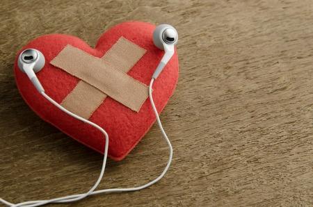 herida: corazón herida escuchar música