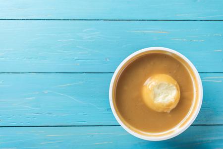 컵에 으깬 감자