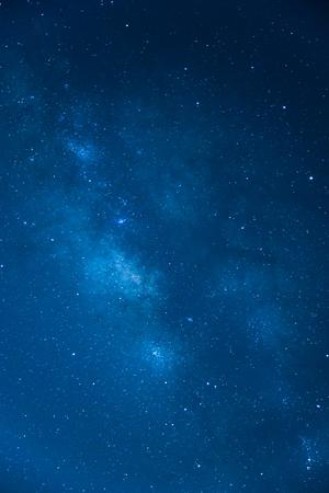 天の川、長い露光の写真、青のトーン