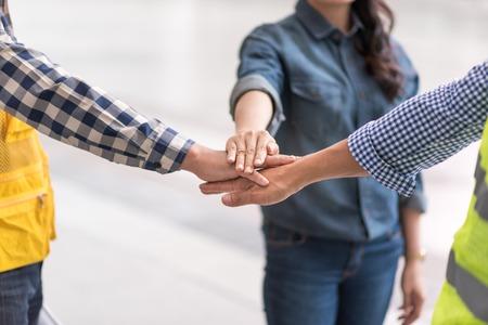 Technik fügte ihre Hand zusammen, Teamwork-Konzept Standard-Bild