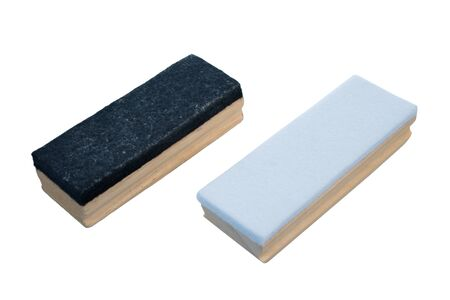 Borrador de pizarra en blanco y negro aislado sobre fondo blanco.