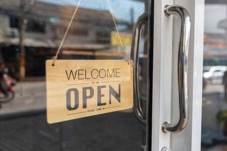 open signboard at the door of restaurant Banco de Imagens