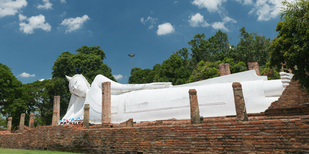 longest: ANG THONG PROVINCE, THAILAND - MAY 31, 2015: The second longest reclining buddha, 50 metres in length at Wat Khun Inthapramun Temple in Thailand. Editorial