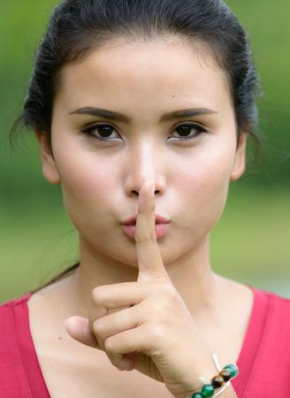 guardar silencio: Silencio, por favor no utilice ruido molesto otros.