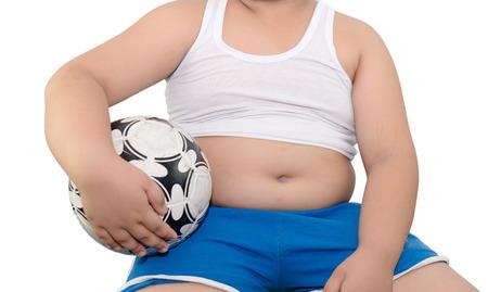 obeso: chico gordo y el f�tbol aisladas sobre fondo blanco Foto de archivo