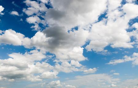 흰 구름과 푸른 하늘 푸른 하늘