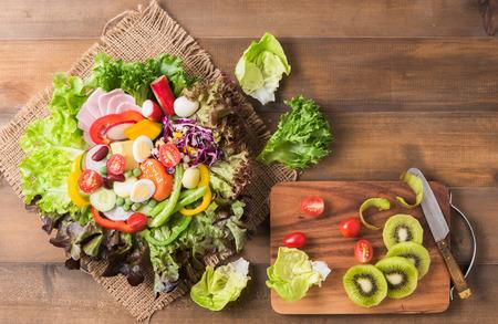 quail: fresh mix vegetation salad on brown wood background, concept diet and healthy food.. Foto de archivo
