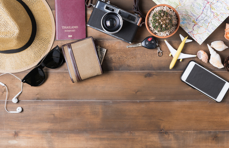 Travel plan, trip vacation accessories for trip, tourism mockup - Outfit of traveler on wooden background. Flat lay Standard-Bild