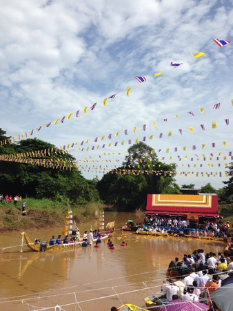 period of time: Buddha statue is held by the governor while he dives into the river for short period of time.