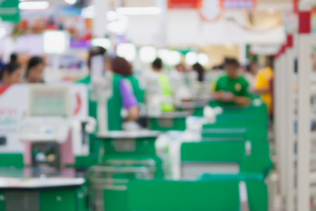 supermarket checkout payment terminal with customers blurred background Zdjęcie Seryjne - 61895784