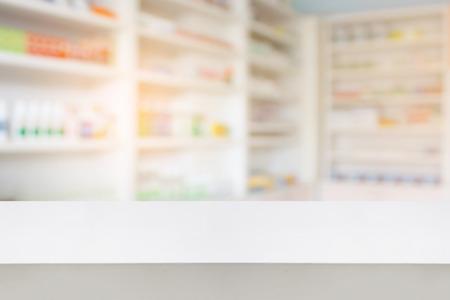 houten aanrecht met vervaging planken van drugs in de apotheek drogisterij achtergrond