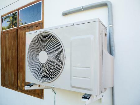 compresor: Compresor de aire acondicionado unidad exterior Foto de archivo
