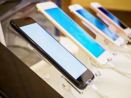mobiele smartphone in elektronische winkel