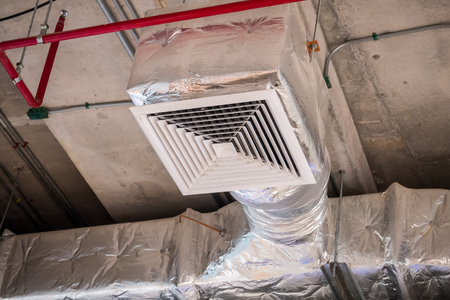 Ventilation system ceiling air duct in large shopping mall Stock Photo - 82616779