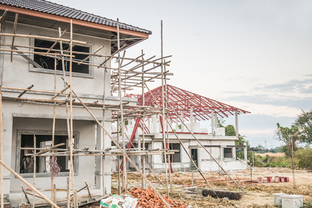bouw woon nieuw huis in uitvoering op bouwplaats Stockfoto