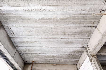reinforced concrete slabs of residential house building under construction 免版税图像