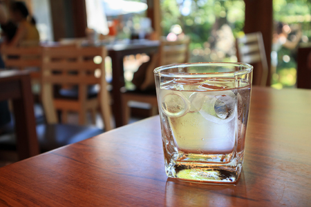 glass of water on wood table in restaurant Imagens