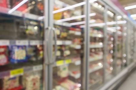 supermarket commercial refrigerators freezer showing frozen foods abstract blur background Banque d'images - 116742936