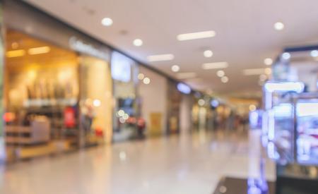Fondo defocused interno moderno del centro commerciale della sfuocatura astratta Archivio Fotografico