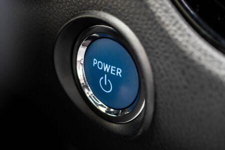 Bouton de démarrage du moteur de voiture