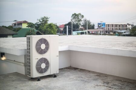 Air conditioner compressor outdoor unit installed outside the building Banque d'images